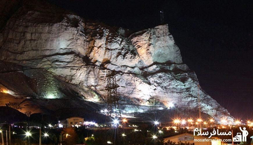 نمایی از شب در کوه صفه