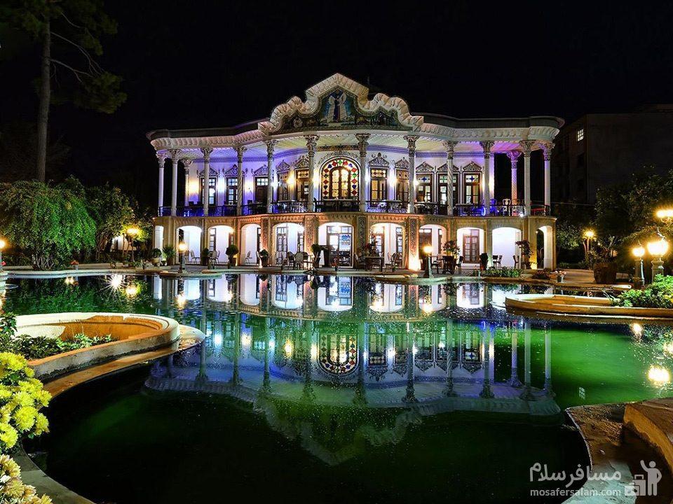 عمارت شاپوری در شب