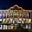 نمای بیرونی عمارت شاپوری در شب