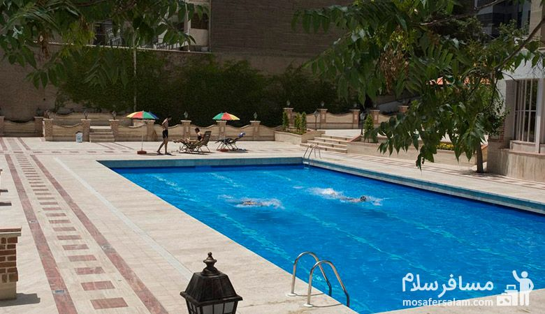 استخر هتل پارسیان انقلاب، استخر هتل انقلاب تهران، استخر روباز هتل انقلاب تهران، رزرواسیون مسافرسلام