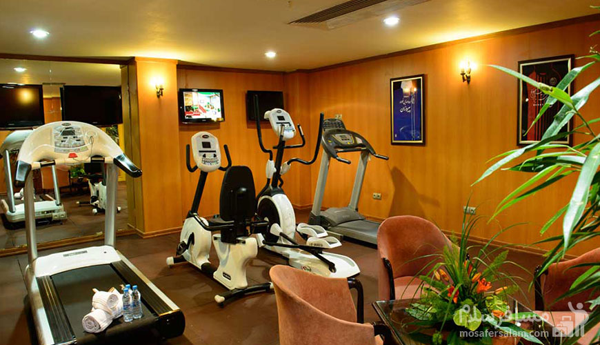 سالن ورزشی هتل قصر طلایی