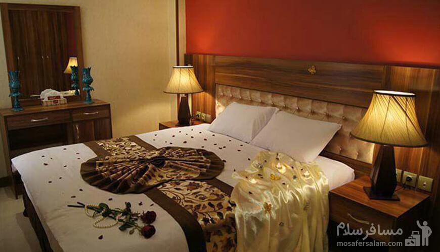 تصویری از اتاق خواب هتل سیمرغ فیروزه
