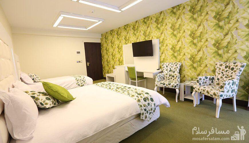 اتاق سهتخته با تم سبز هتل بلوط
