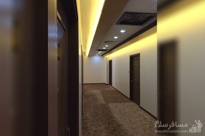 هتل آزادی تبریز، ستون سنگی