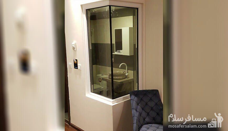 هتل نسیم مشهد حمام شیشه ای داخل اتاق