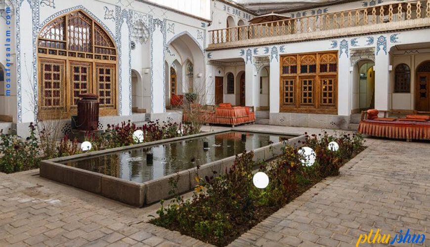 حیاط اقامتگاه سنتی اشکان اصفهان