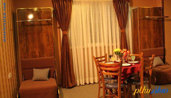 فضای لابی مانند در هتل عقیق